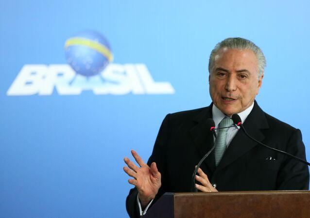 Michel Temer durante cerimônia de posse de Torquato Jardim no cargo de Ministro da Transparência, Fiscalização e Controle