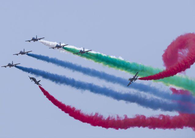 Força Aérea dos Emirados Árabes na exposição de equipamentos marítimos e espaciais LIMA-2015 na Malásia