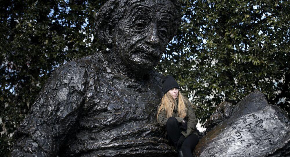 Estátua Albert Einstein em Washington, EUA