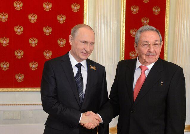 Presidente da Rússia, Vladimir Putin, e o líder cubano, Raul Castro