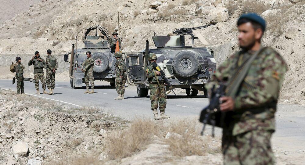 Soldados do Exército do Afeganistão em ponto de controle na província de Logar