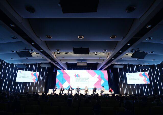 Fórum Nova Época do Jornalismo: a Despedida do Mainstream organizada pela agência Rossia Segodnya