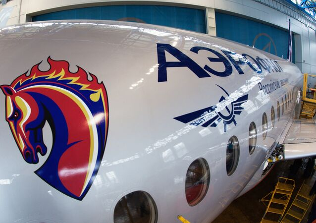 Sukhoi SuperJet 100 customizado nas cores do time de futebol CSKA