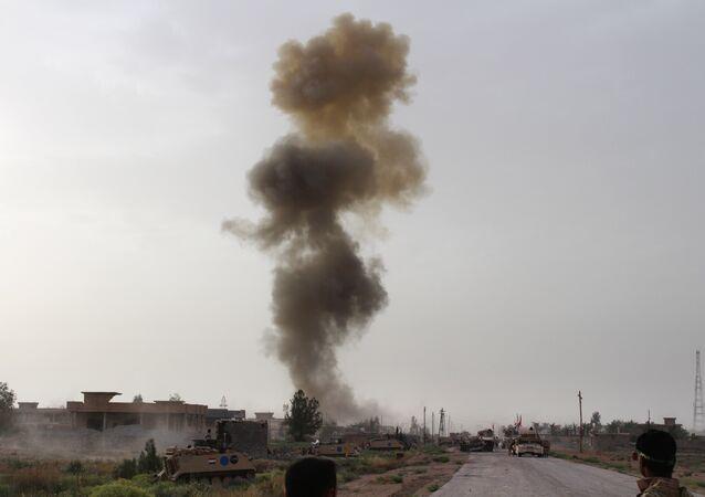 Combatentes das forças governamentais do Iraque participam de operação contra Daesh nos arredores de Falluja