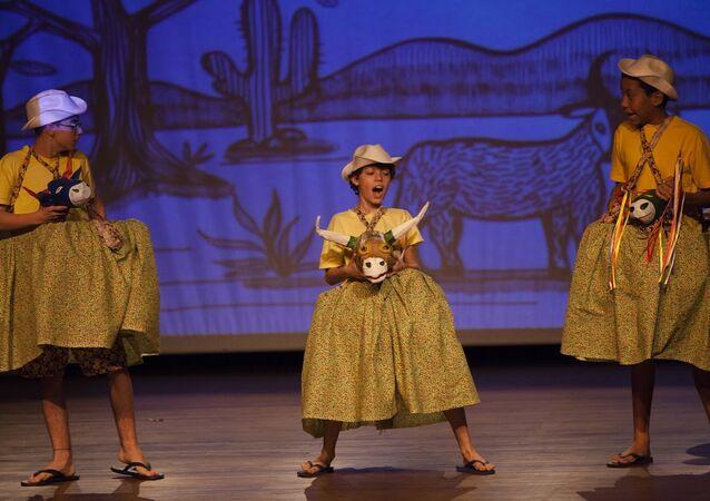Espetáculo Vestido de Chita _Escola Altamir Gonçalves, SorocabaSP_ apresentado no FETO2015