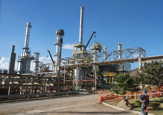 Instalação da petroleira estatal boliviana Yacimientos Petrolíferos Fiscales Bolivianos (YPFB)