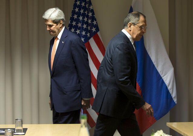 O Secretário de Estado John Kerry e o Ministro das Relações Exteriores Sergei Lavrov