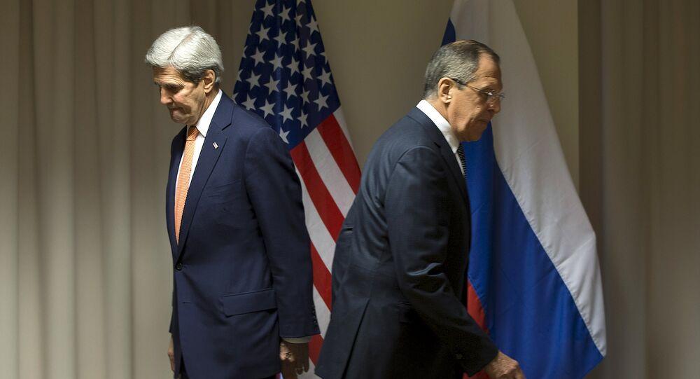 O secretário de Estado norte-americano, John Kerry, e o ministro das Relações Exteriores da Rússia, Sergei Lavrov