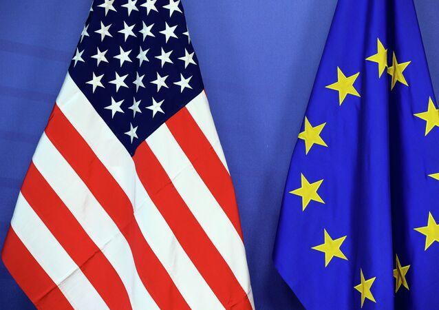 Bandeiras dos EUA e da UE