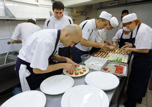Chefs de cozinha no restaurante Vanil