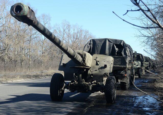Retirada de material bélico pesado da República de Donetsk (arquivo)
