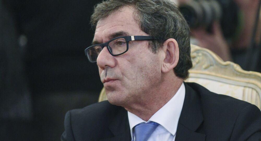 O embaixador da França na Rússia, Jean-Maurice Ripert, fotografado durante um encontro em Moscou entre ministros das Relações Exteriores russo e francês em abril de 2016