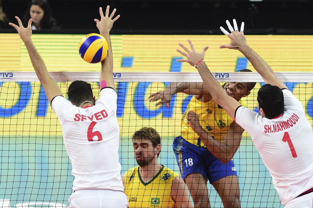 Confronto entre as seleções de Brasil e Irã pela Liga Mundial de Vôlei