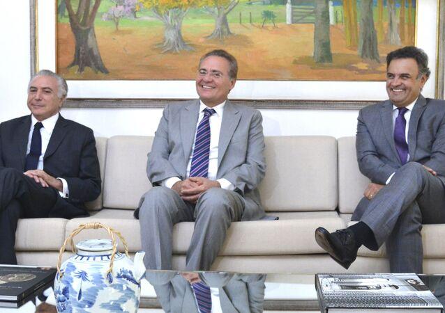 Michel Temer e Aécio Neves em foto com o senador Renan Calheiros (arquivo)