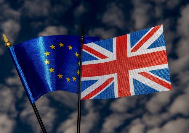 Bandeiras da UE e do Reino Unido