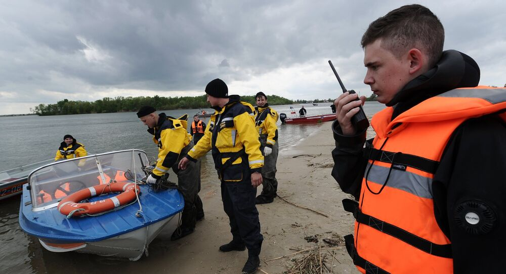 Funcionários do Ministério de Emergências da Rússia