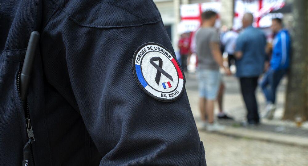 Policial frances de luto