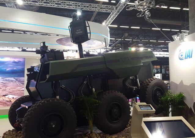 O novo veículo de combate terrestre não tripulado RoBattle na exposição Eurosatory 2016