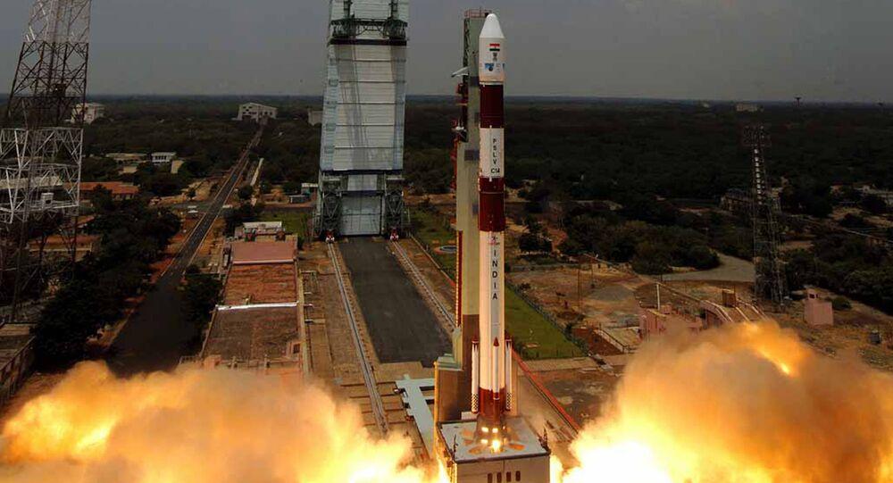 Organização Indiana de Pesquisa Espacial (ISRO) lança o Polar Satellite Launch Vehicle C-34 (PSLV) do centro espacial Satish Dhawan, em 23 de setembro 2009 (imagem de arquivo)