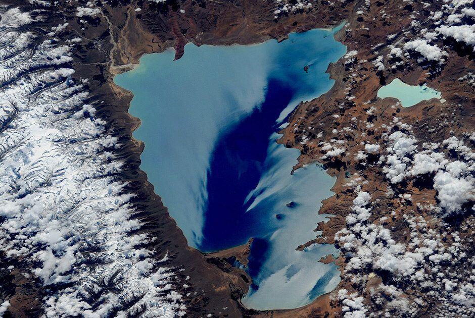 Um lago nas Himalaias