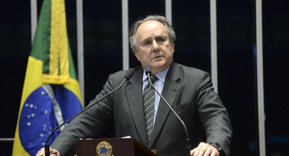 Ex-senador Cristovam Buarque, durante discurso no Senado Federal do Brasil