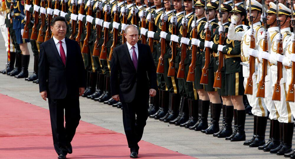 Vladimir Putin e seu homólogo chinês Xi Jinping