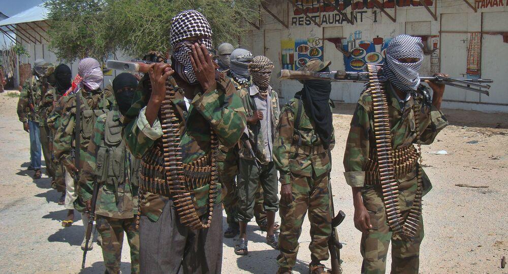Combatentes do grupo Al-Shabab, em Mogadíscio, Somália (imagem de arquivo)