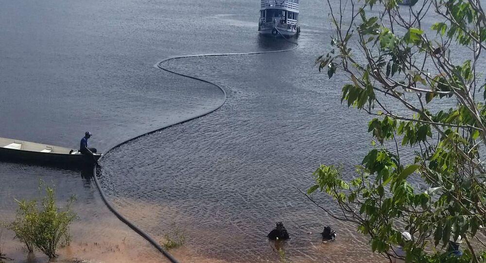 Cabos de fibra ótica pelos rios da Amazônia.