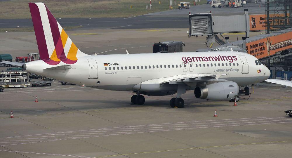 Avião da empresa Germanwings no aeroporto de Dusseldorf, Alemanha