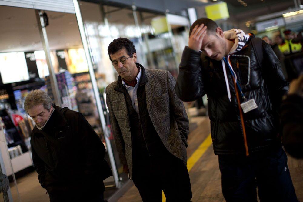 Parentes dos passageiros da avião Airbus A320 que caiu no sul da França