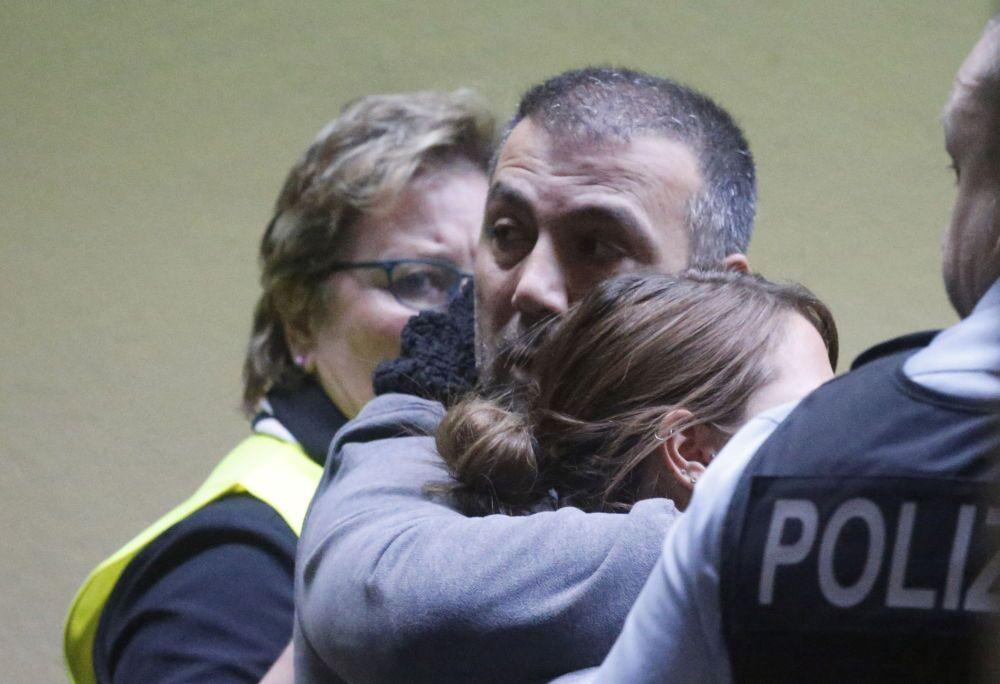 Parentes da avião Airbus A320 que caiu no sul da França