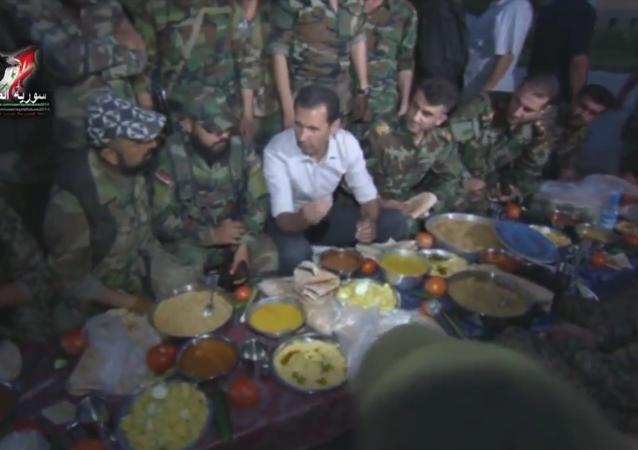 Bashar Assad chega à linha de frente perto de Damasco