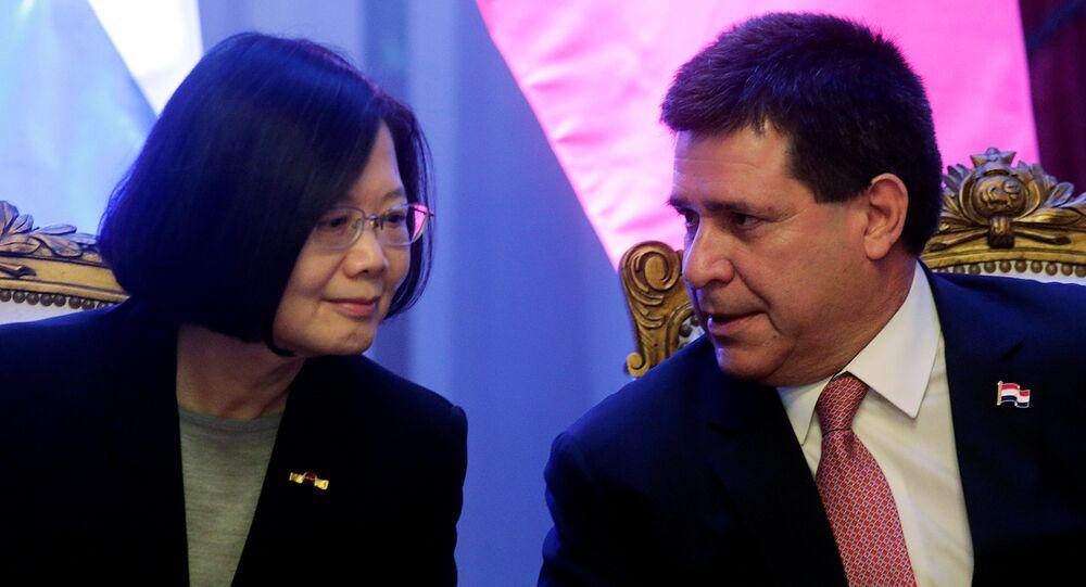 Presidente do Paraguai, Horacio Cartes, conversa com a presidenta de Taiwan, Tsai Ing-wen