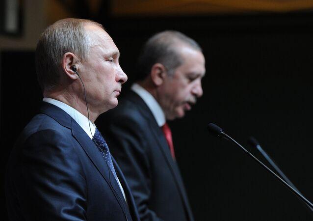 O Presidente russo Vladimir Putin e seu homólogo turco Recep Tayyip Erdogan