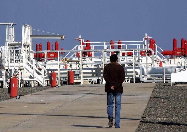 Operário no lugar de contrução do gasoduto Blue Stream, Samsun, Turquia