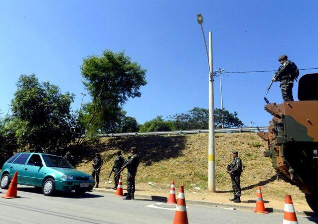 Tropas do Exército participam de operação de segurança para os Jogos Rio 2016