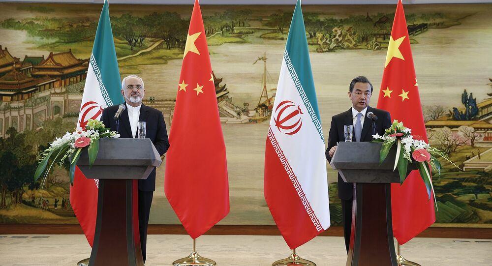 Ministro das Relações Exteriores chinês Wang Yi e o seu homólogo iraniano, Mohammad Javad Zarif