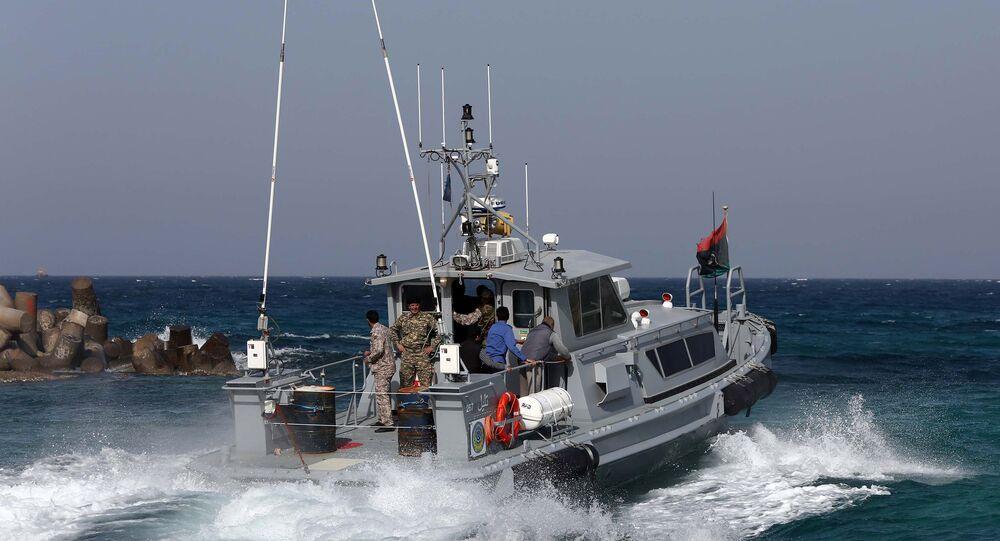 Guarda Costeira da Líbia durante patrulhamento (foto de arquivo)