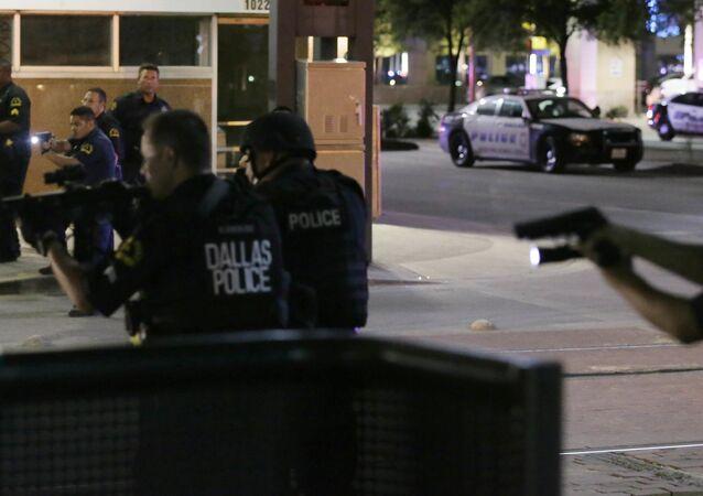 Policiais de Dallas em operação depois do tiroteio de 7 de julho de 2016