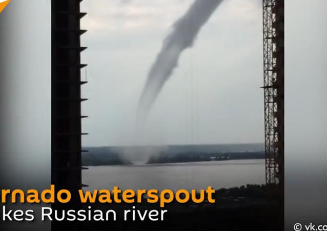 Tornado gigantesco na Rússia