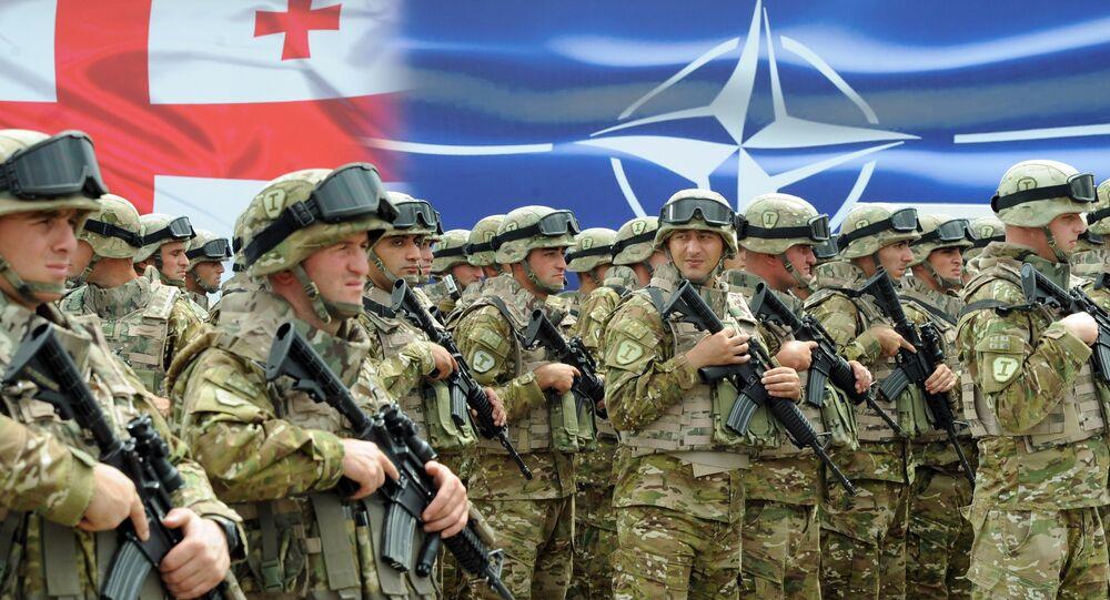 Soldados georgianos durante a cerimônia de inauguração do Centro Conjunto de Treinamento e Avaliação da OTAN, Tbilisi, Geórgia, agosto de 2015