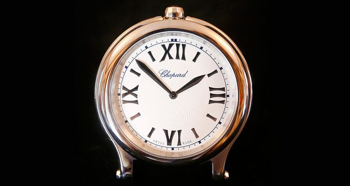 Um relógio de mesa