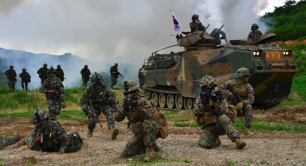 Soldados sul-coreanos e norte-americanos durante exercícios conjuntos na cidade de Pohang, Coreia do Sul
