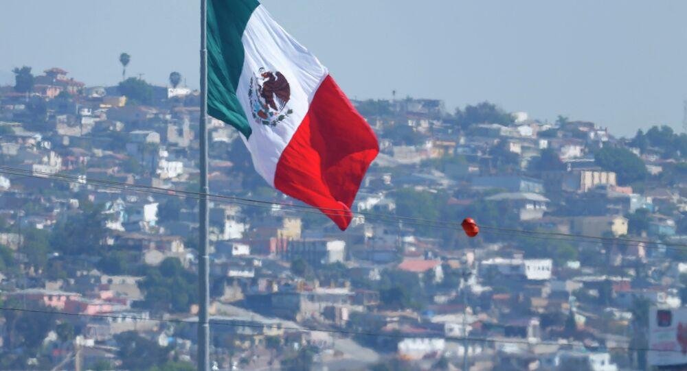 Agente da patrulha de fronteira dos EUA perto do limite entre Tijuana (México) e San Ysidro (Califórnia)