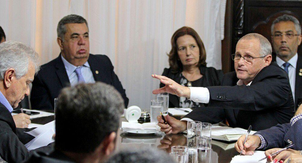 José Mariano Beltrame na reunião com deputados na Assembleia Legislativa do Rio