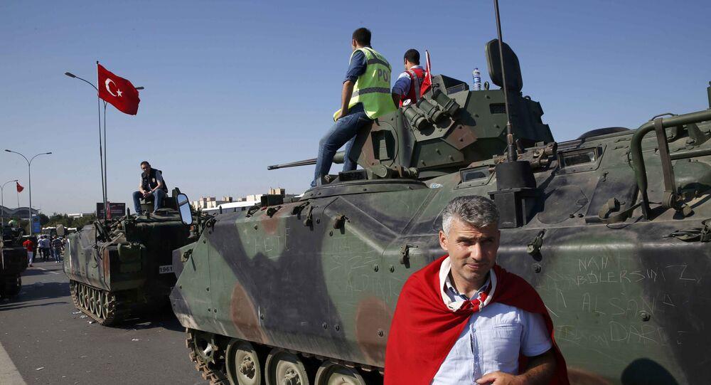 Militares num tanque na Turquia