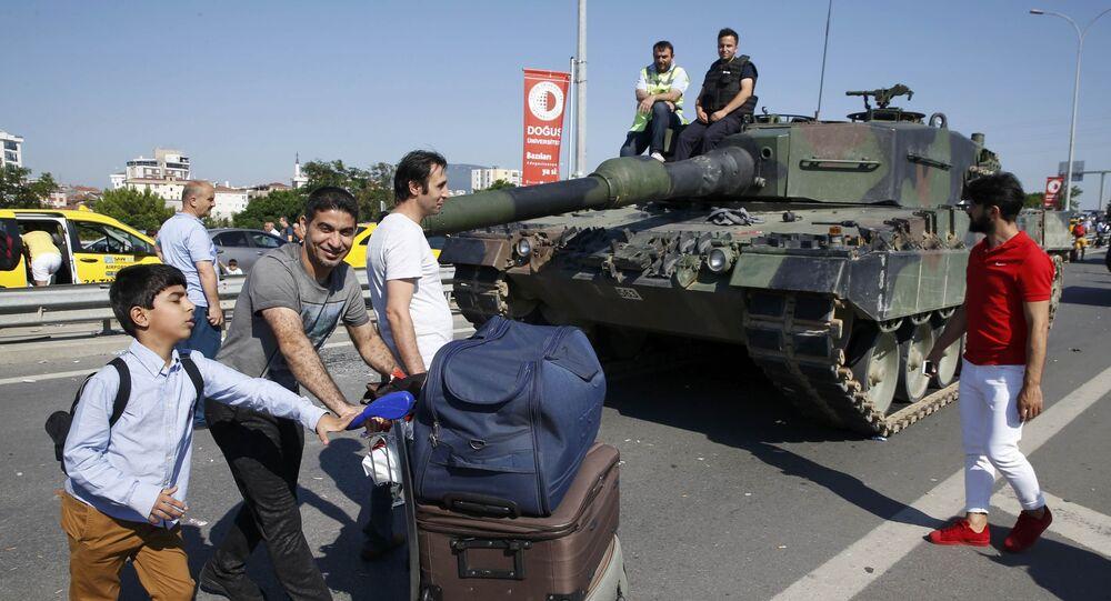 Policiais turcos e tanque Leopard 2 em Ancara