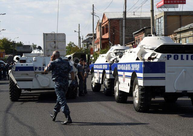 Assédio da delegacia em Erevan