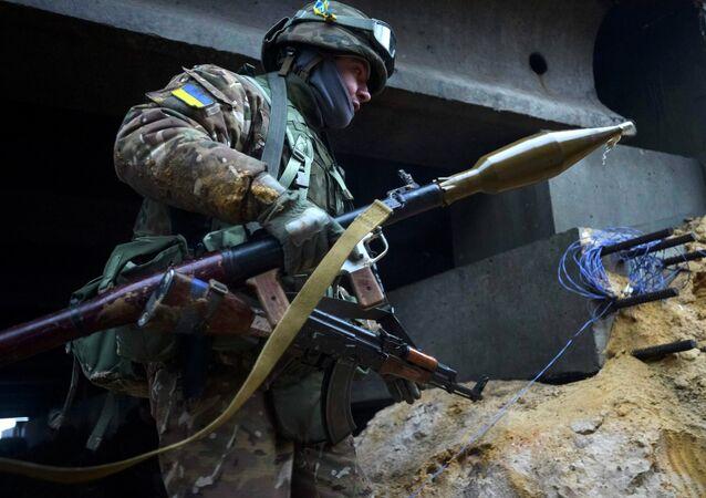 Militar ucraniano da cidade de Peski