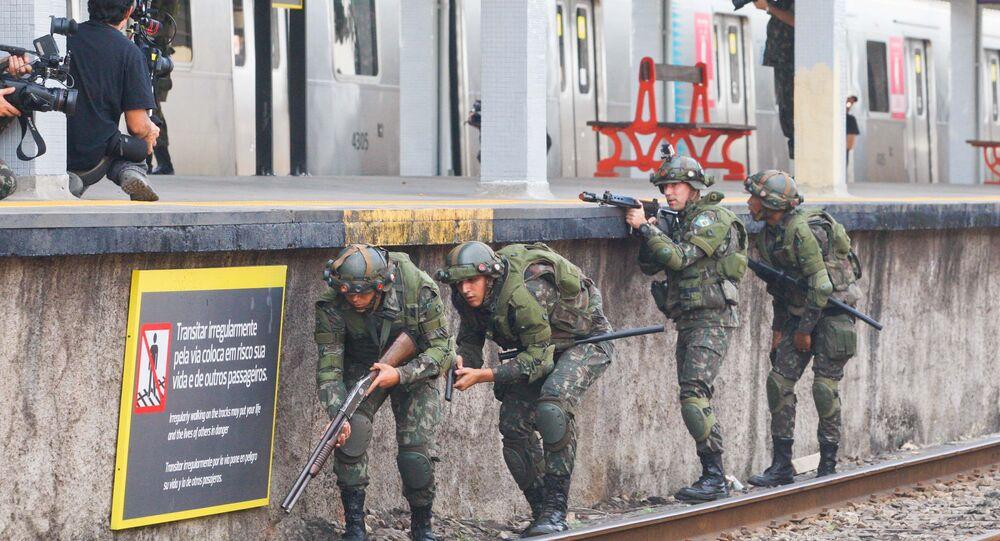 Forças de segurança realizam exercício para a Olimpíada, na estação de trem de Deodoro